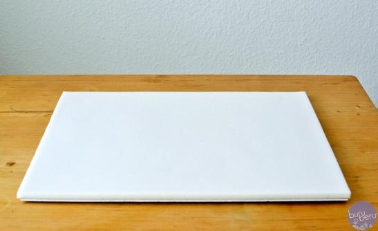 Schritt 1: Schaumstoff auf das Brett kleben